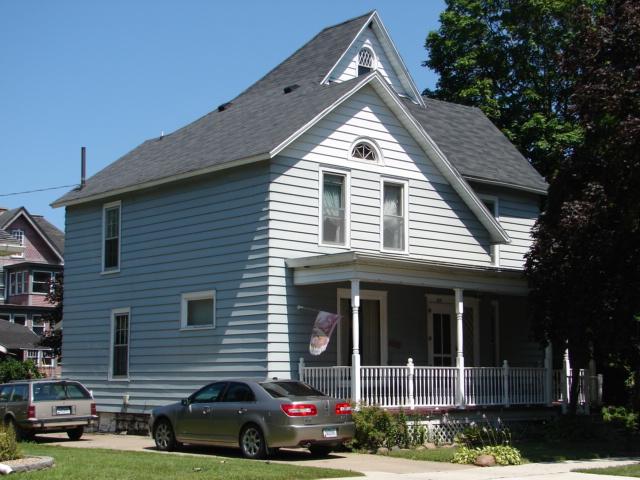 405 Clark St, Charles City, IA